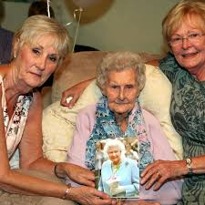 Droylsden great-gran marks 100th birthday - Manchester Evening News