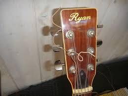 bonne guitare des années 70 copie des célèbres Martin D45 - Avis Ryan  Guitars F45 - Audiofanzine