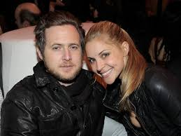 A.J. Buckley with fiancée Abigail Ochse. | Baby bump pictures, Celebrity  babies, Bump pictures
