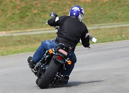 Pilotar motocicletas pode afetar audição, revela estudo norte ...