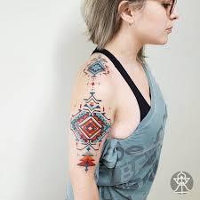 Tatuaze Inspirowane Azteckimi Wzorami Zastapia Tribale