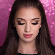 eyes look bigger with makeup