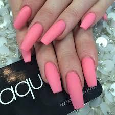 kylie jenner pink nails kylie jenner