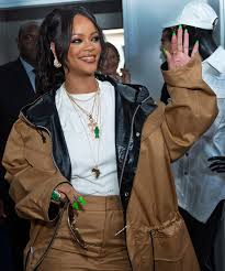 rihanna wears lime green nail polish