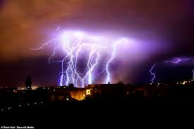 amazing lighting. Voltage: The Bolts Pounded Ground With An Average Power Of One Billion Volts Amazing Lighting N