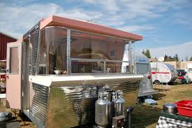 Great mid-century styled front with-end curved glass windows on vintage  1961 Holiday. 1961 Holiday House trailer, curved front windows