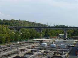 Aktuell läuft der verkehr auf jeder brückenhälfte über jeweils einen fahrstreifen. Salzbachtalbrucke In Der Stadt Wiesbaden