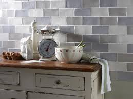 take a look at all of the wall coverings s below kitchen