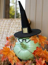 Witch Decorating 25 Spooky And Stylish Pieces Of Halloween Diy Outdoor Decor