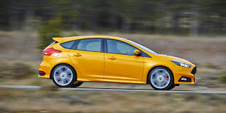 Ford Focus ST Review | carwow