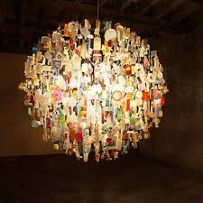it s yet another wonderful example of beautiful art for free his website has many more splendid objects on show including a chandelier made from 1000 pairs
