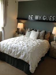 simple guest bedroom. Simple Twin Bed Guest Room Design Idea With And Geometric Area Rug Bedroom G