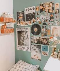 Spice world, nirvana, beavis and butthead, 90210. 90s Room Vintage Room Decor Retro Bedrooms Retro Room
