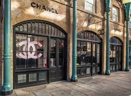 chanel store exterior. the doors to their covent garden pop-up store are now open! although it\u0027s only semi-permanent, is first ever stand-alone chanel beauty store. exterior n