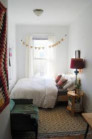 Love this! The bed is all cute and tucked away over there :) |