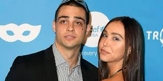 Noah gregory centineo (born may 9, 1996) is an american actor and model. Noah Centineo And His Girlfriend Alexis Ren Made Their Red Carpet Debut