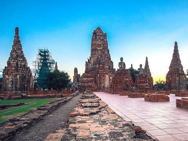 Things to do in Thailand; visit Ayutthaya Park