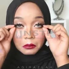 a por msian makeup artist vlogger and hijab designer has left netizens practically questioning reality with an insram video in which she