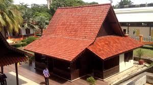 Namun selain rumah adat kebaya yang sudah di resmikan menjadi rumah adat betawi, ada juga beberapa rumah adat yang masih berasal dari meraka yaitu rumah joglo, rumah panggung dan. Rumah Kebaya Rumah Adat Betawi Di Anjungan Dki Jakarta Tmii Youtube