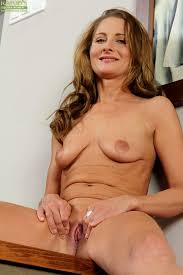 Older woman mature pussy