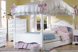 Super Romantic Canopy Bed Full Size — Bearpath Acres