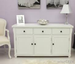 Dresser knobs should suit the overall decor scheme of a room