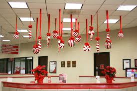 office cubicle christmas decorations. Perfect Decorations BCBSM Employee Spreads Holiday Cheer With Ultra Festive To Office Cubicle Christmas Decorations D