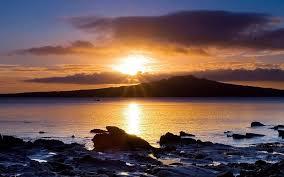 Puesta de sol salida del sol montañas nubes océano paisajes costa del sol  playas de mar ártico fondo de pantalla fondos de pantalla gratis
