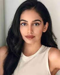 The beauty of physical stats, their height, weight, eye color has always followed the others. Who Is The Boyfriend Or Husband Of Banita Sandhu