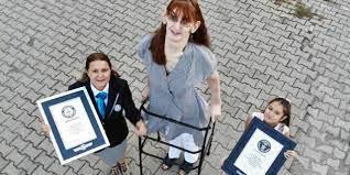 Rümeysa Gelgi, dünyanın en uzun boylu kadını olarak Guinness Rekorlar  Kitabı'na girdi