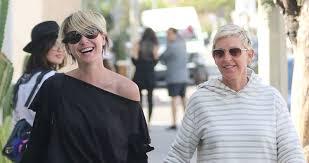 Ellen And Portia Ellen Degeneres Portia De Rossi Hold Hands While Shopping