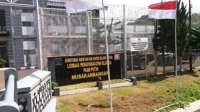 Lembaga pemasyarakatan Nusakambangan.