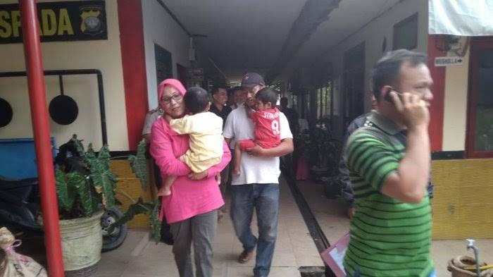 Dua balita yang diduga ditelantarkan oleh pamannya di Tanjunguncang diamankan warga setempat