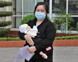 Bệnh nhi sơ sinh đầu tiên mắc COVID-19 tại Việt Nam khỏi bệnh - Bộ Y tế -  Trang tin về dịch bệnh viêm đường hô hấp cấp COVID-19