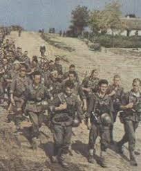 История Великой Отечественной войны  Немецкие солдаты на марше Восточный фронт 1942 г