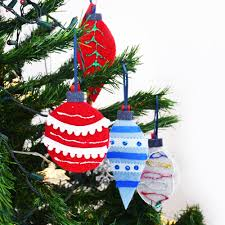 DIY felt christmas tree ornaments for kids from repurposed sweaters -  Cucicucicoo