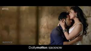 yami gautam hot kiss and hug