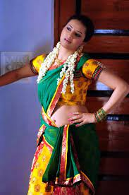 All in one bold modern traditional pictures of indian girls❤ dm for promotion and shoutout girls send your hd pics bad comment directly blocked. Hot Indian Girls Saree Cleavage Expert 150k On Twitter Super Soft Sexxxy Thighs Https T Co Ek98gil4qp A Saree Sometimes Spelled Sari Or Shari Is An Article Of Clothing Originating