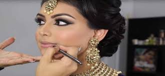 4 things to keep in mind to get the perfect bridal make up artist for your wedding