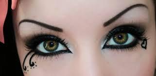 gothic eyes by helianthusmay