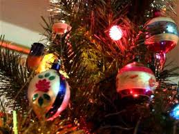 Old Fashioned Christmas ornaments and flashing spinning light tree ...