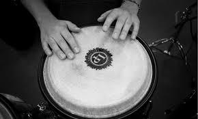 Beberapa contoh alat musik ini misalnya drum, marakas, simbal, tamborin, timpani, triangle, konga, timpani, kastanyet, rebana, tifa. 15 Contoh Alat Musik Ritmis Dan Penjelasannya Guratgarut