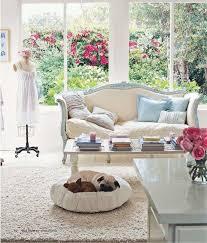 french shabby chic living room pictures. salon clair et élégant avec une décoration shabby chic - coussins en beige bleu pastel. french country living roomfrench room pictures