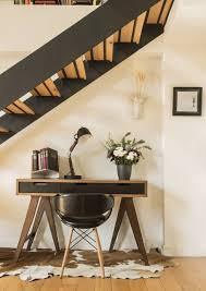 Holztreppen wendeltreppen außentreppen raumspartreppen uvm. Den Platz Unter Der Treppe Nutzen 8 Ideen Um Am Meisten Rauszuholen Homify Schreibtisch Unter Der Treppe Stilvoll Wohnen Wohnung Gestalten