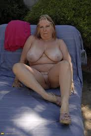 Chunky mama getting fisted and toyfucked at Mature Sex Pictures