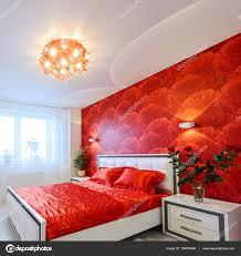 Luxuriöses Schlafzimmer In Rot Und Weiß Stockfoto