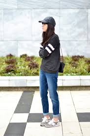 new balance jumper. outfit boyfriend jeans sporty sneakers new balance jumper l