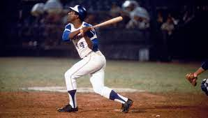 Hank Aaron remembered for 'regal ...