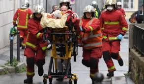 Die tödliche messerattacke auf zwei touristen beschäftigt die menschen in dresden. Islamistische Messer Attacke In Dresden Gefahrder Totet Mann 55 Debatte Um Abschiebestopp Nach Syrien News De
