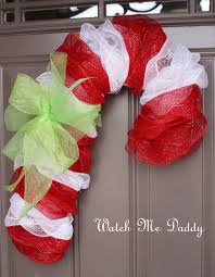 Mesh Candy Cane Wreath - Pretty door decoration and fun alternative to  traditional Christmas wreath crafts